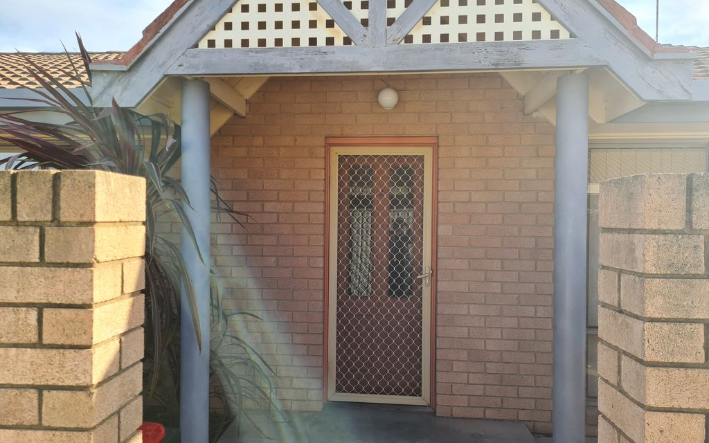 Very Tidy and Private 2 Bedroom – Separate Unit