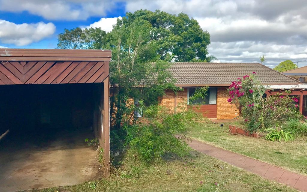NEAT & TIDY 3 BED BRICK HOME