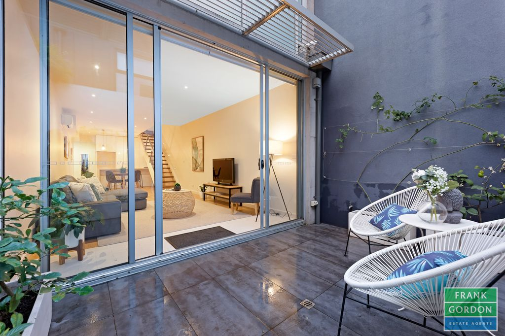 Agreeably Large City Chic Port Melbourne Townhouse