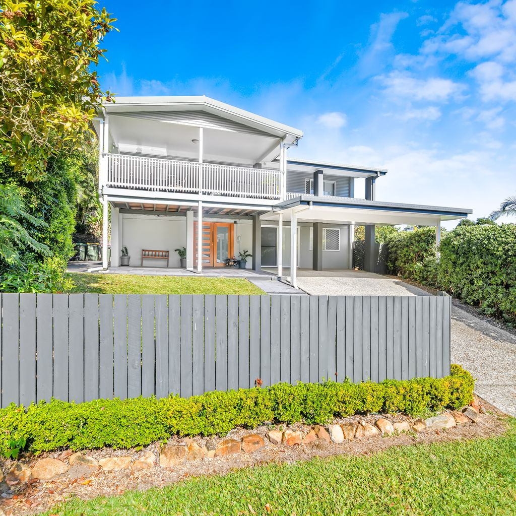 Beautiful Family Home With Entertainers Deck & Views