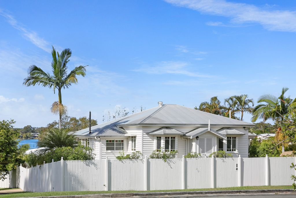 Classic C1920 Queenslander with pool and Noosa River views