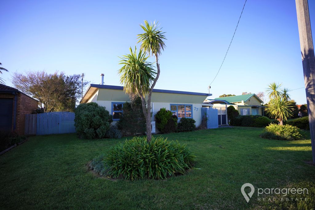 IDEALLY LOCATED CLOSE TO WATER