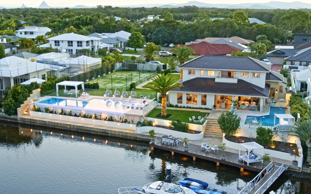 LUXURY PERFECTION OVER TWO WATERFRONT BLOCKS