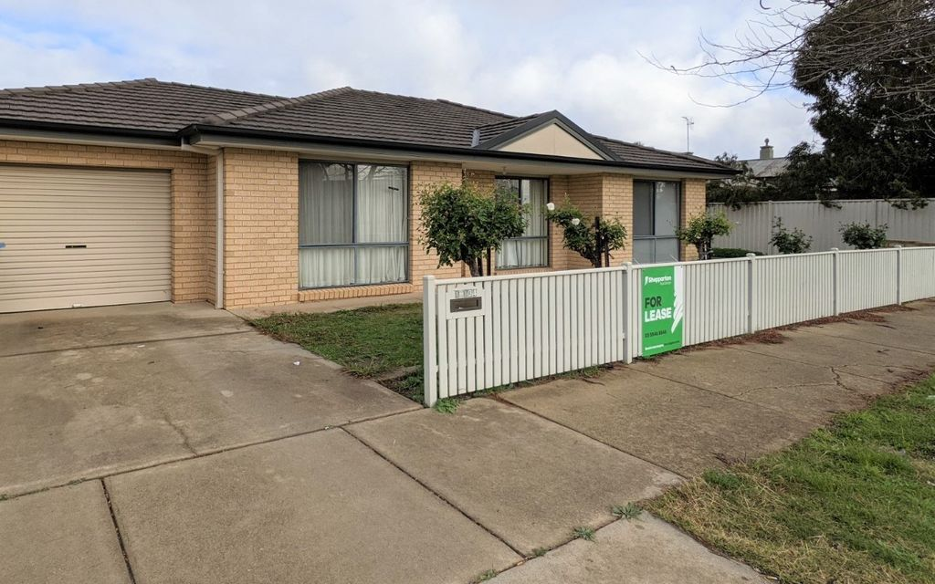 WELL LOCATED 3 BEDROOM TOWNHOUSE IN CENTRAL SHEPPARTON