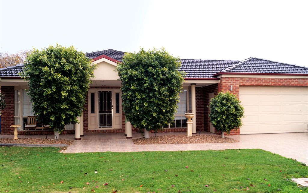 LARGE 4 BEDROOM FAMILY HOME WITH ROOM TO ENTERTAIN – NORTH SHEPPARTON