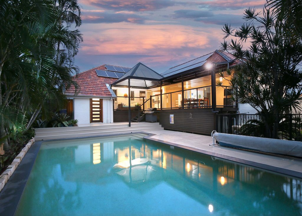 UNDER CONTRACT – Superb Home With Resort-Style Living In Aspley