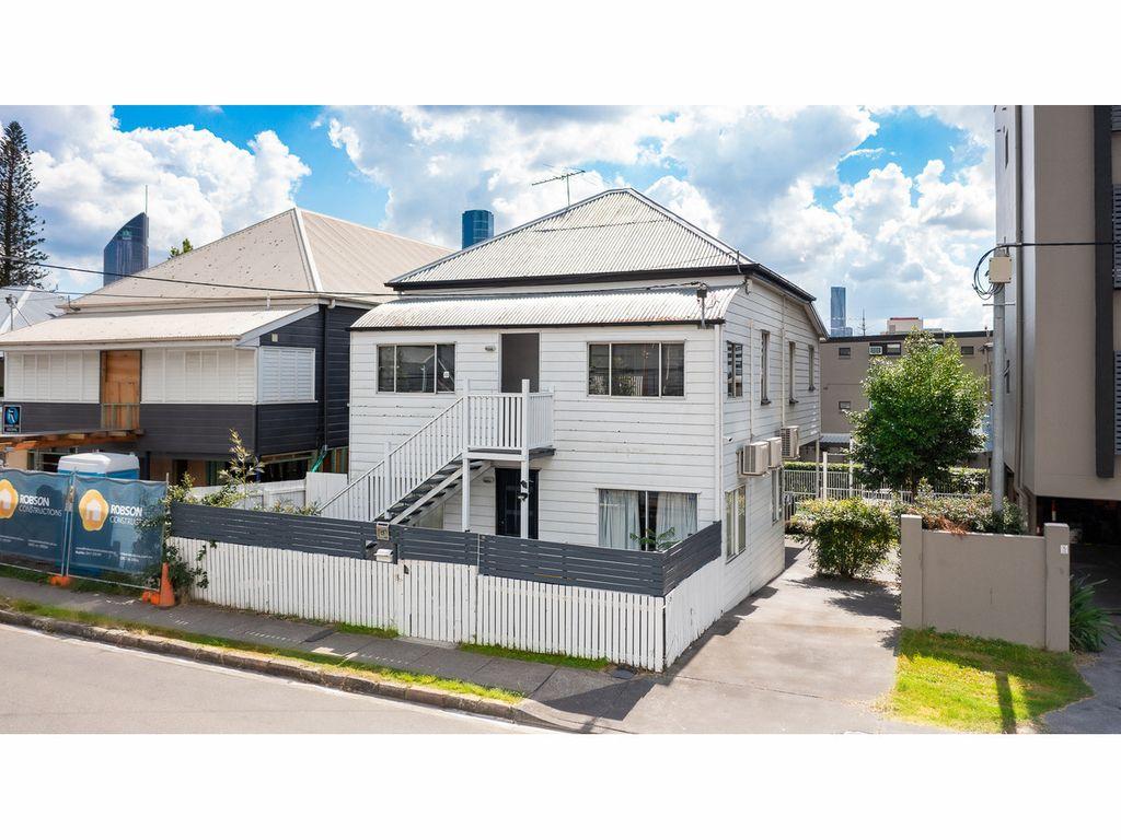 Furnished or Unfurnished Duplex in Kangaroo Point.