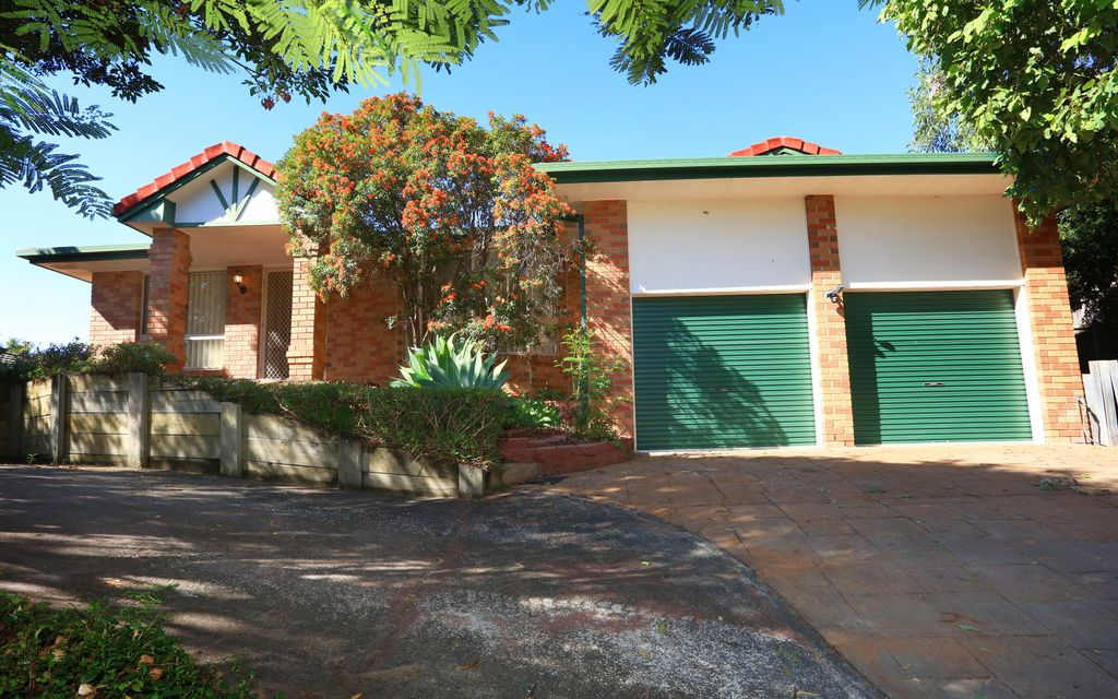 CONTRACT COLLAPSED! PARKWOOD – FANTASIC LARGE FAMILY HOME IN CENTRAL LOCATION