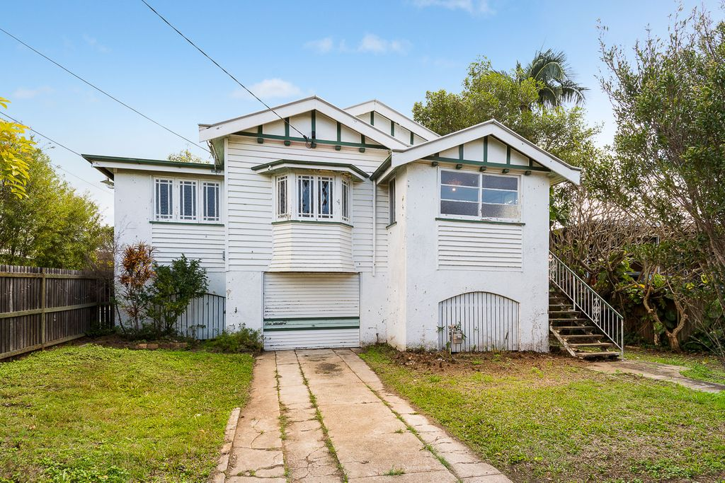 RENOVATOR HOME – Huge Potential Opportunity