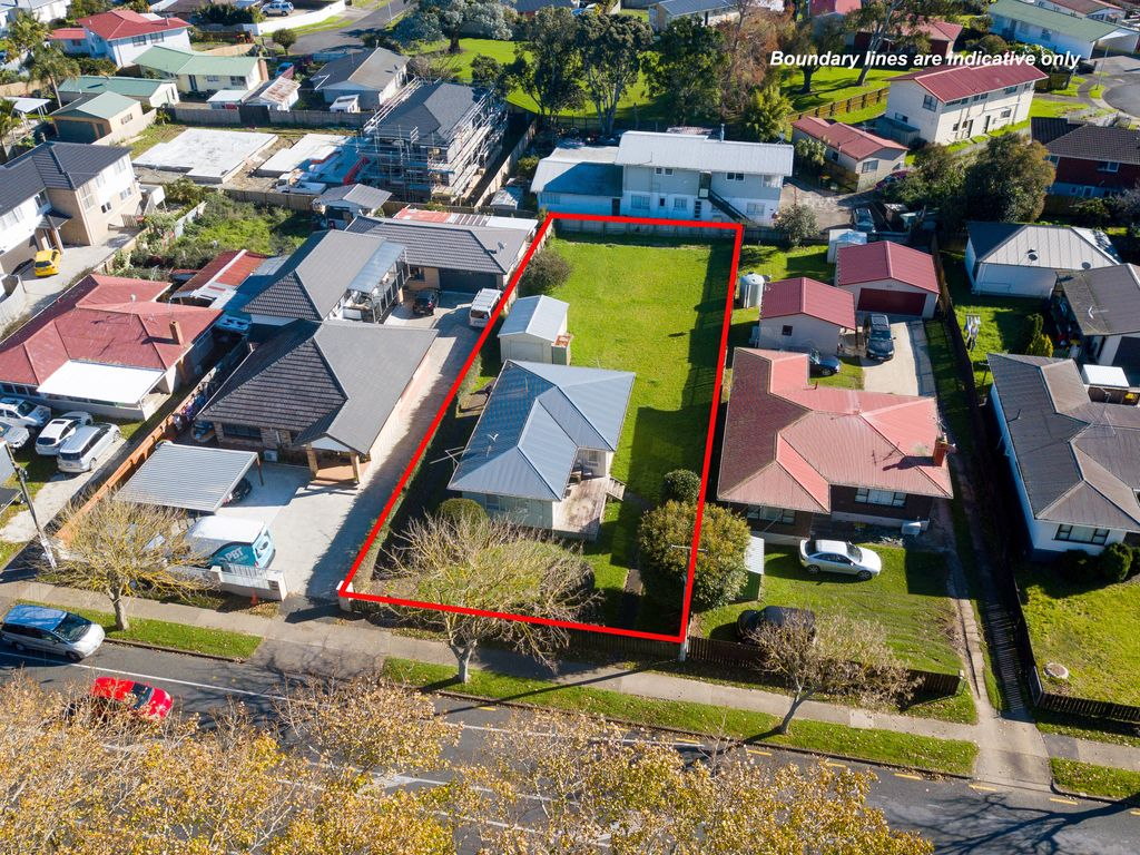 AUCTION Today! 842m2 Mixed Housing Suburban