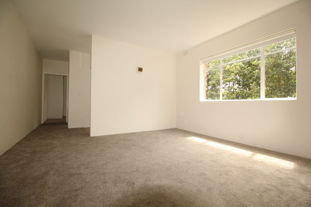 Beautifully Presented One Bedroom Unit – Leafy outlook, Quiet location, Must Inspect!!!