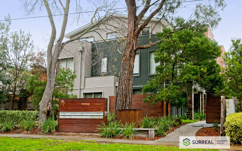 Wonderful location that's within a very easy walk to the center of Bayswater. Available Now (No inspections during lockdown)