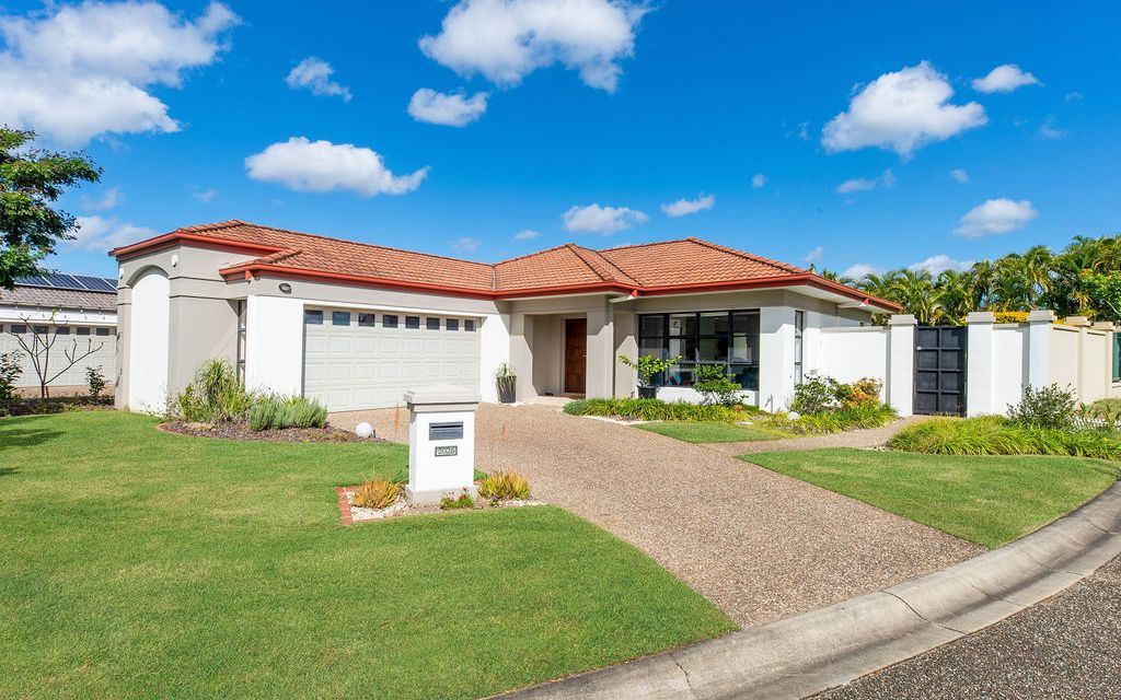 LOVELY LOWSET FAMILY HOME!