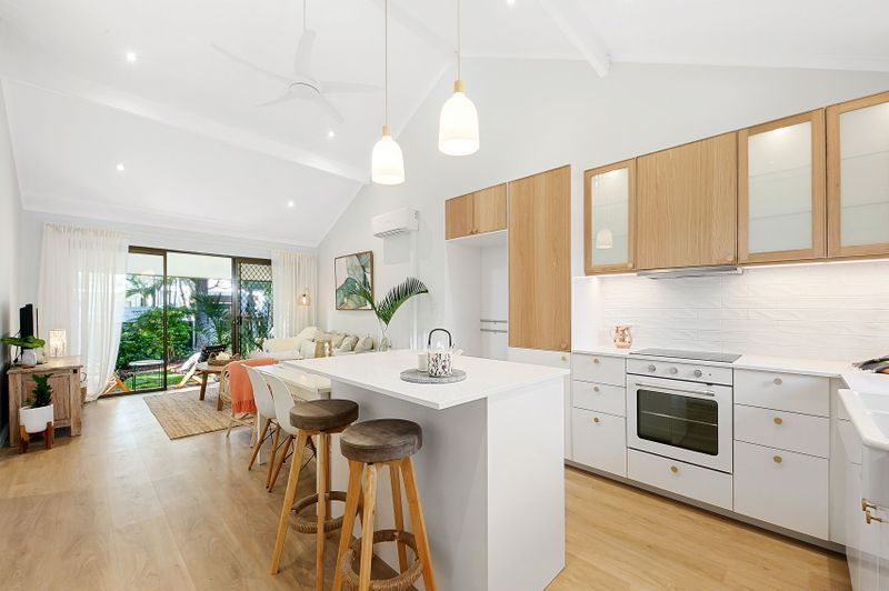 Stunning Single Level Villa with Loft-Metres to Noosa River