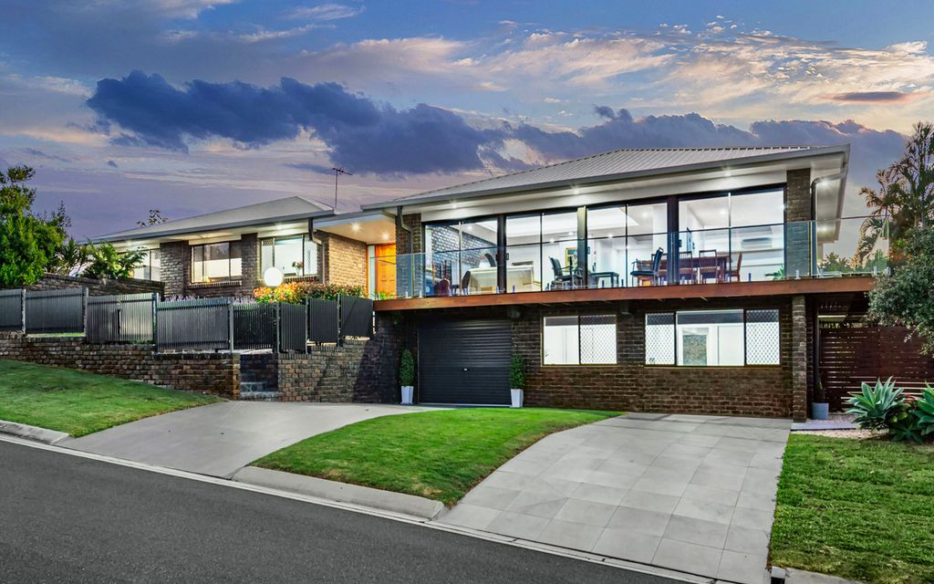 Lifestyle Luxury and Modern Style 300m from Westfield Carindale