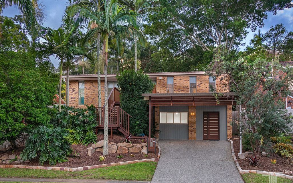 Leafy Setting, Elevated Views and Exceptional Convenience