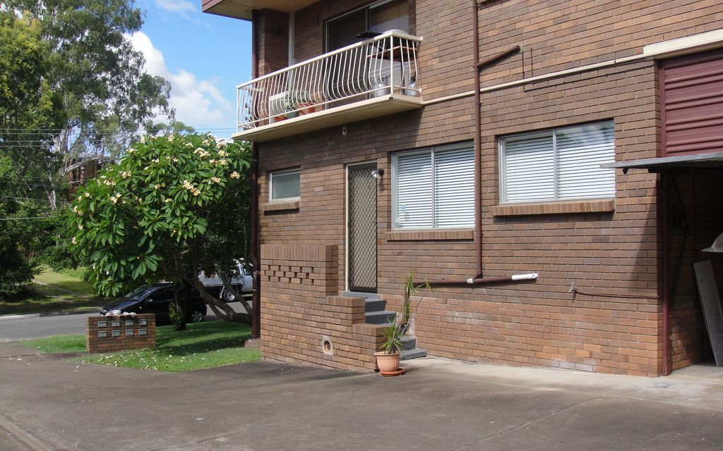 ONE BEDROOM APARTMENT IN QUIET RESIDENTIAL STREET