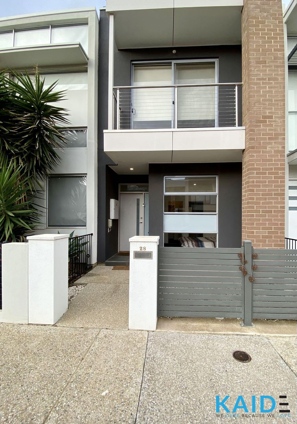 FULLY FURNISHED TOWNHOUSE WITH SOLAR PANEL AND GREAT VIEW