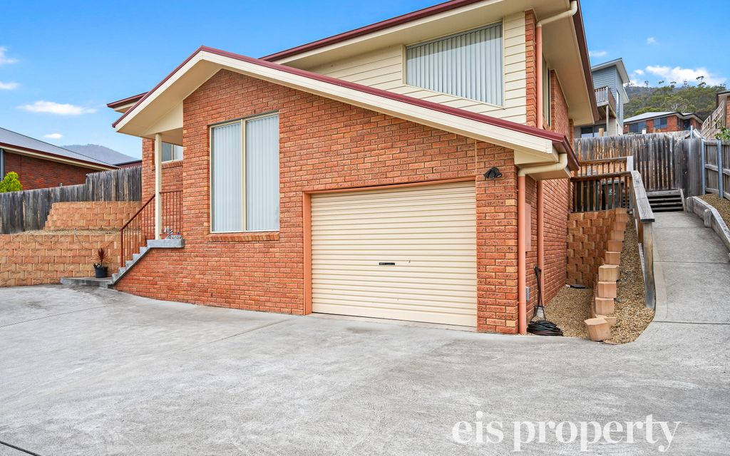 Short Term Rental – Stand Alone Three Bedroom House