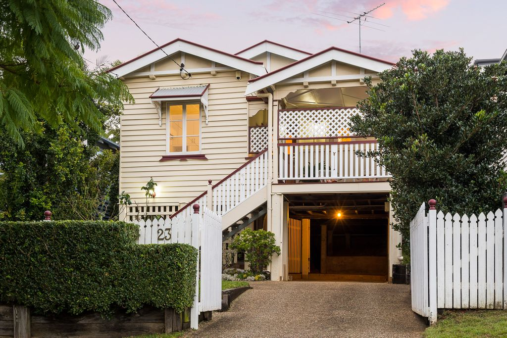 Classic Home – Easy Living On Kedron Brook