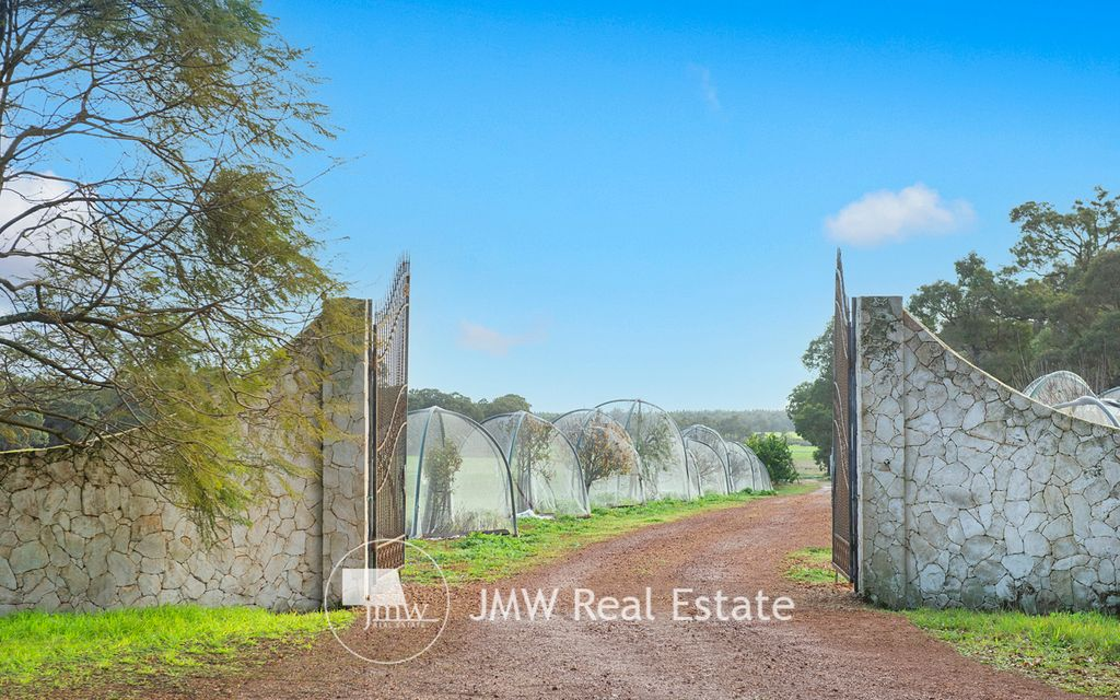 134 ACRES OF PURE RURAL LIVING