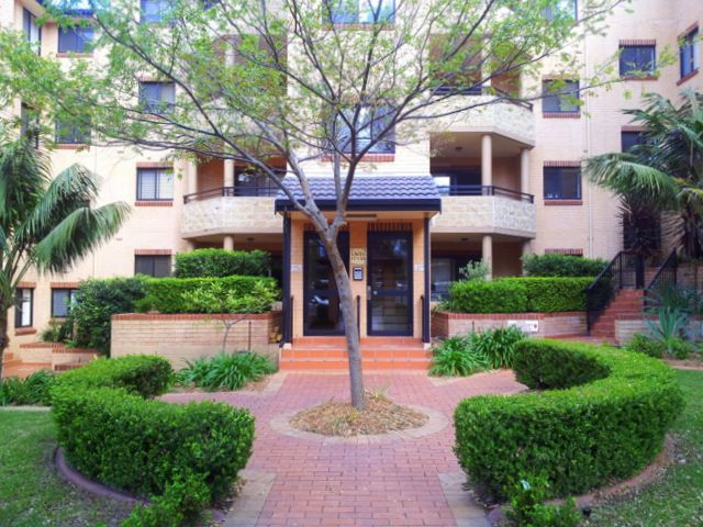 Good size Ground floor 2 bedroom unit in well maintained Block