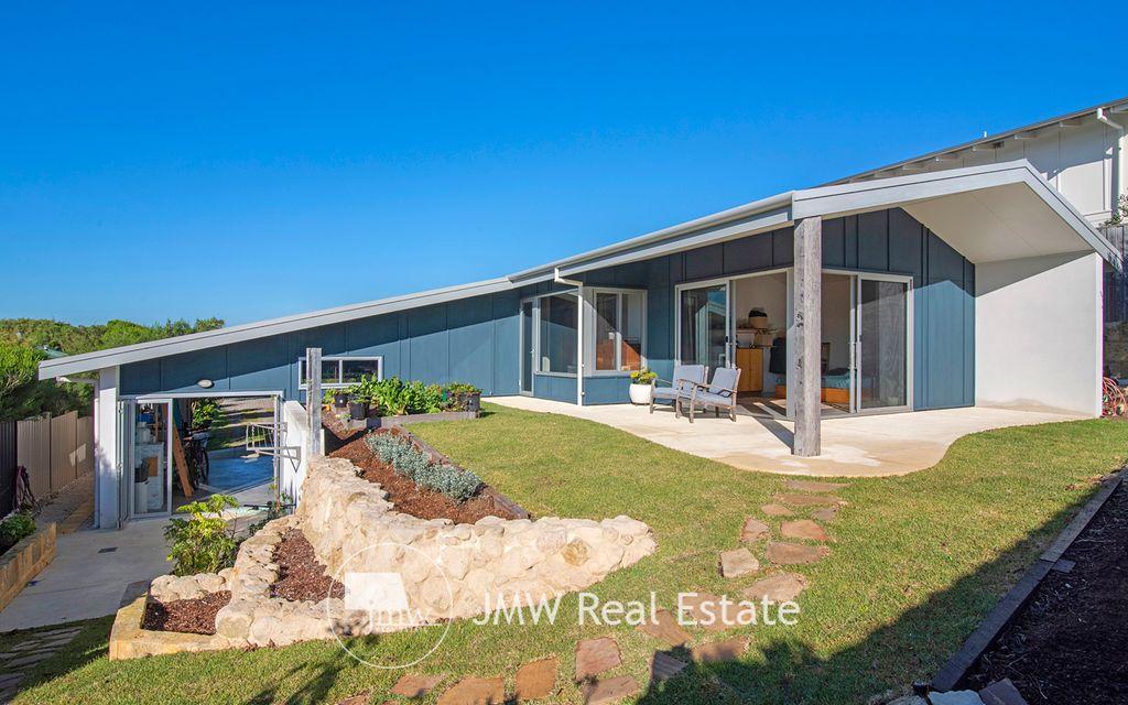 STUDIO BEACH HOUSE DESIGNED FOR COASTAL LIVING