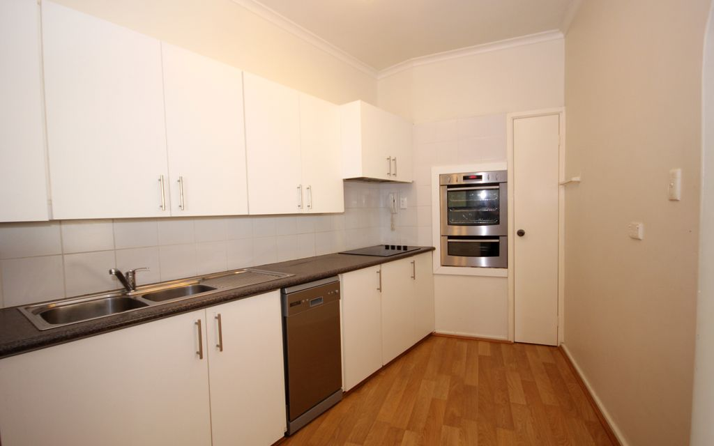 PERFECTLY LOCATED 2 X 2 APARTMENT, AMAZING RIVER AND CITY VIEWS!