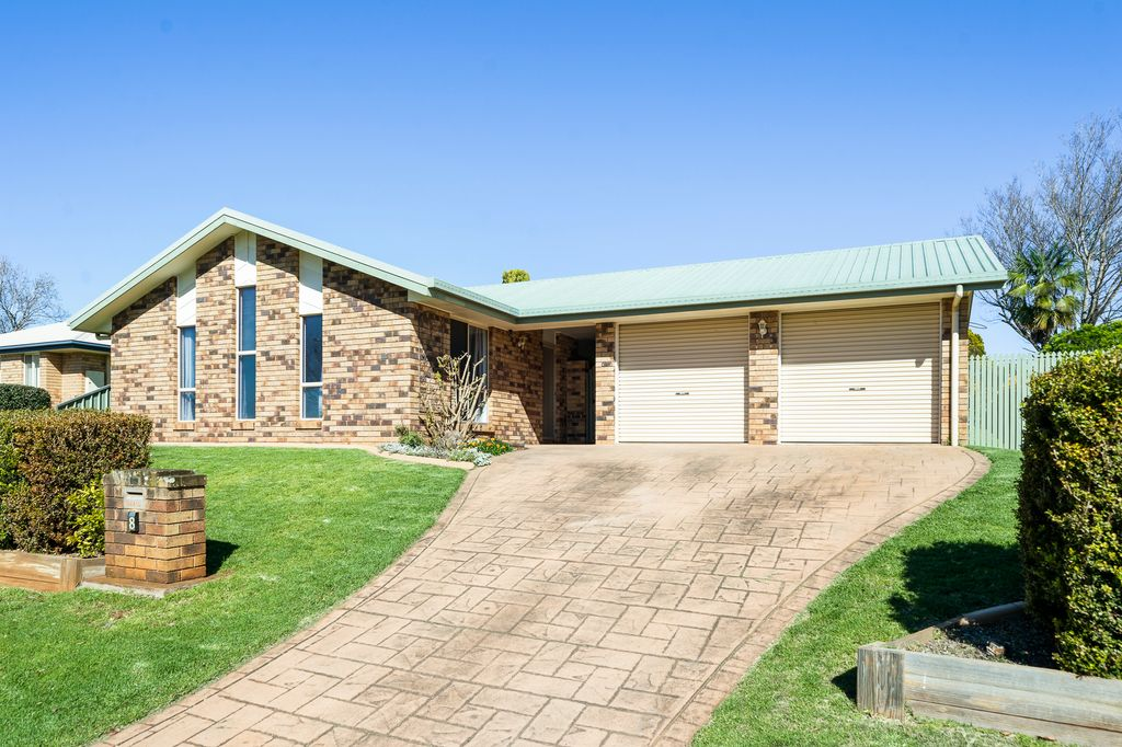 Family Friendly Home in a Quiet & Sought After Location