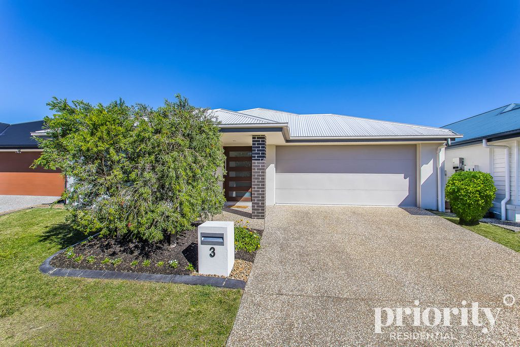Beautiful Lowset Home Awaits its New Owner!