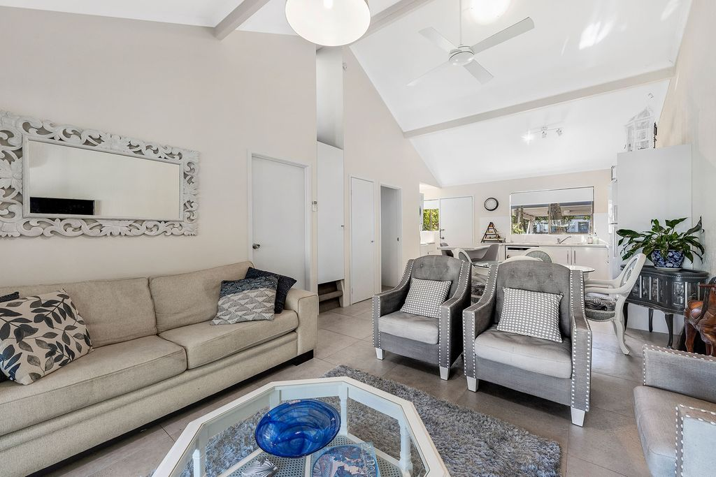 Renovated Single Level Townhouse – Walk to Shops and River