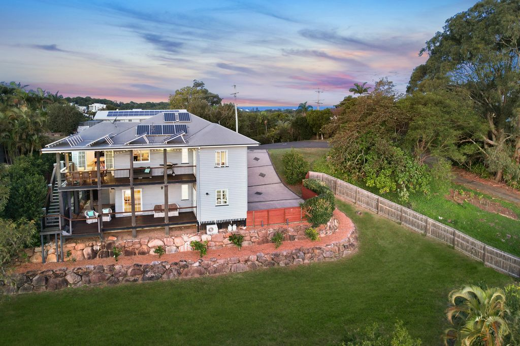 Charming Queenslander with stunning mountain views
