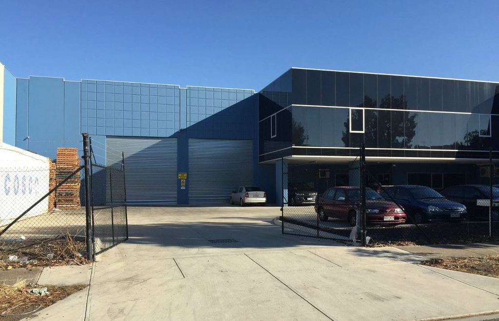 SUNSHINE WEST OFFICE SHOWROOM TOTAL AREA 280 m2 Approx