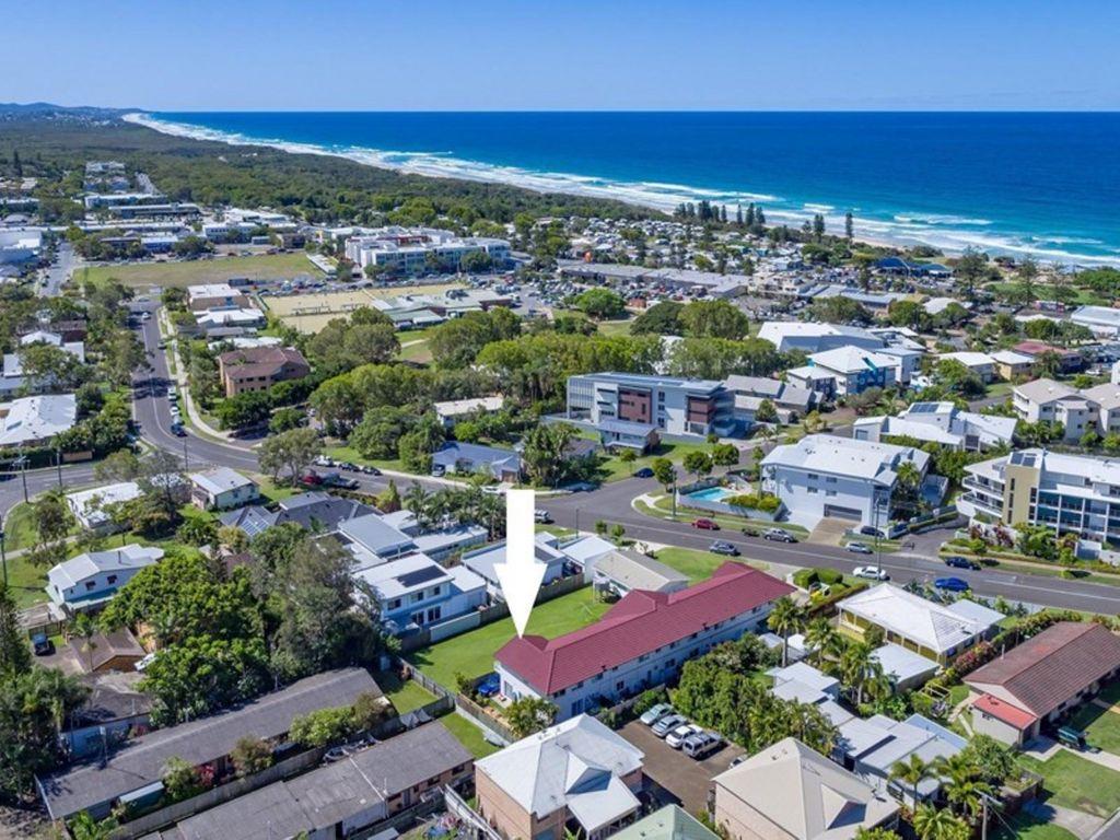 Newly renovated coastal unit minutes from beach