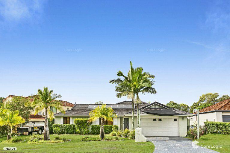 Sparkling Family Home, Walk to AB Paterson College