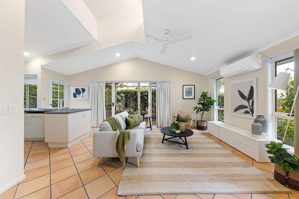 Single Level Freestanding Villa – Walk to Noosa River