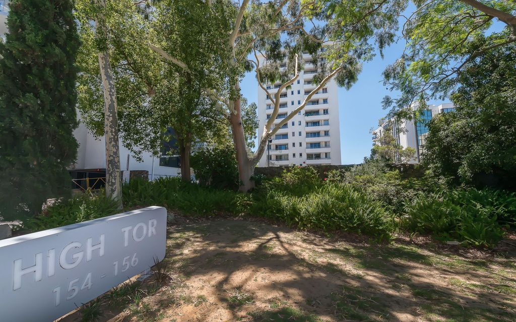 PERFECT LOCATION OFFERING AMAZING VIEWS AND LIFESTYLE!