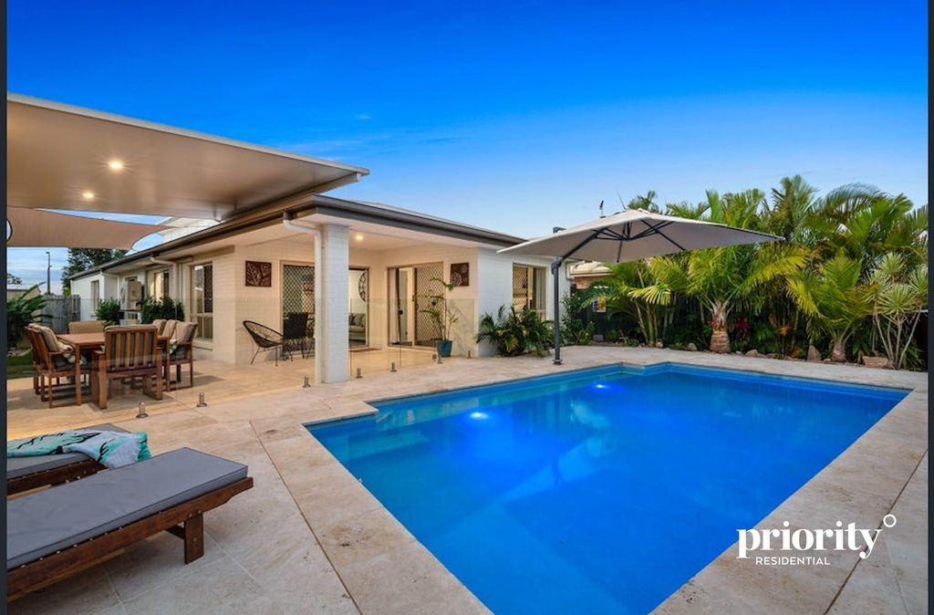Modern Showstopper with a Pool, Side Access & So Much More – An Entertainers Dream