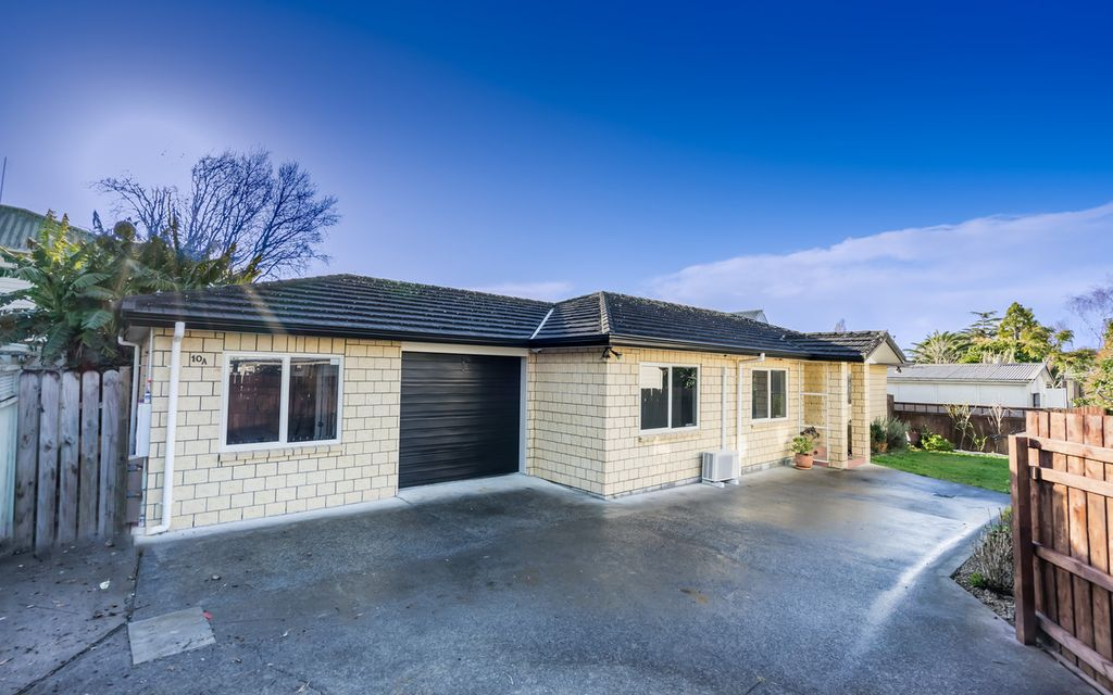 Stunning Family Home – Own Driveway !!