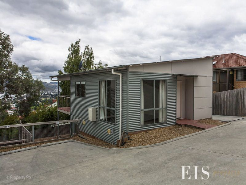 Modern And Only Five Minutes Drive From The CBD