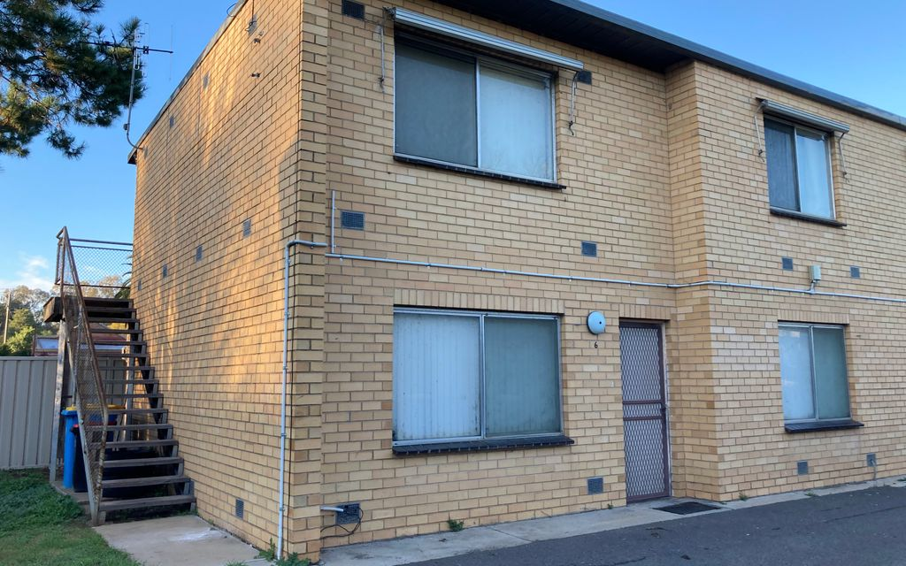 Neat and tidy 1 bedroom unit – upstairs