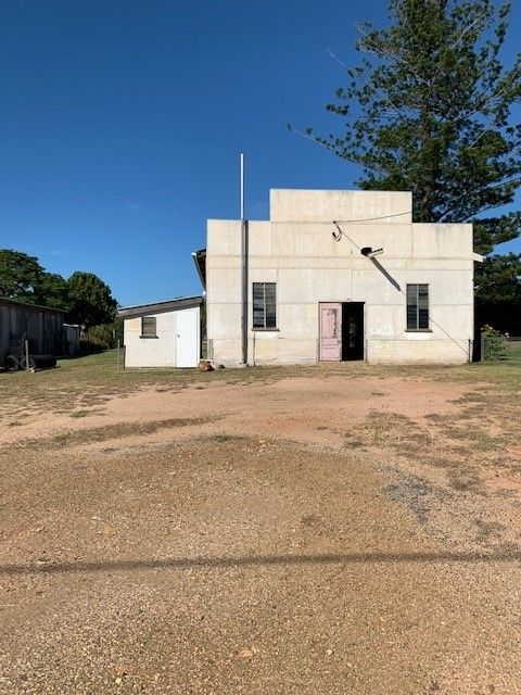 INDUSTRIAL SHED ON LARGE ALLOTMENT IN MUNDUBBERA
