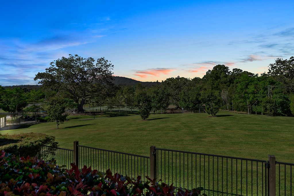 FLAWLESS IN PICTURESQUE RIVERSTONE CROSSING