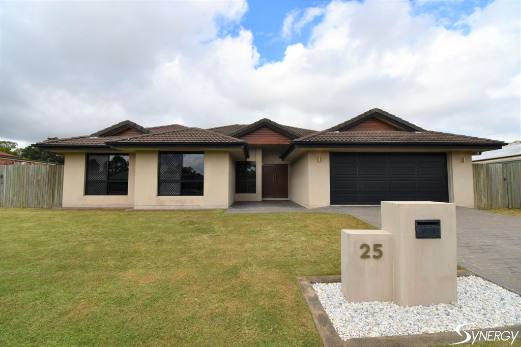 BEAUTIFUL HOME BY THE BURNETT RIVER