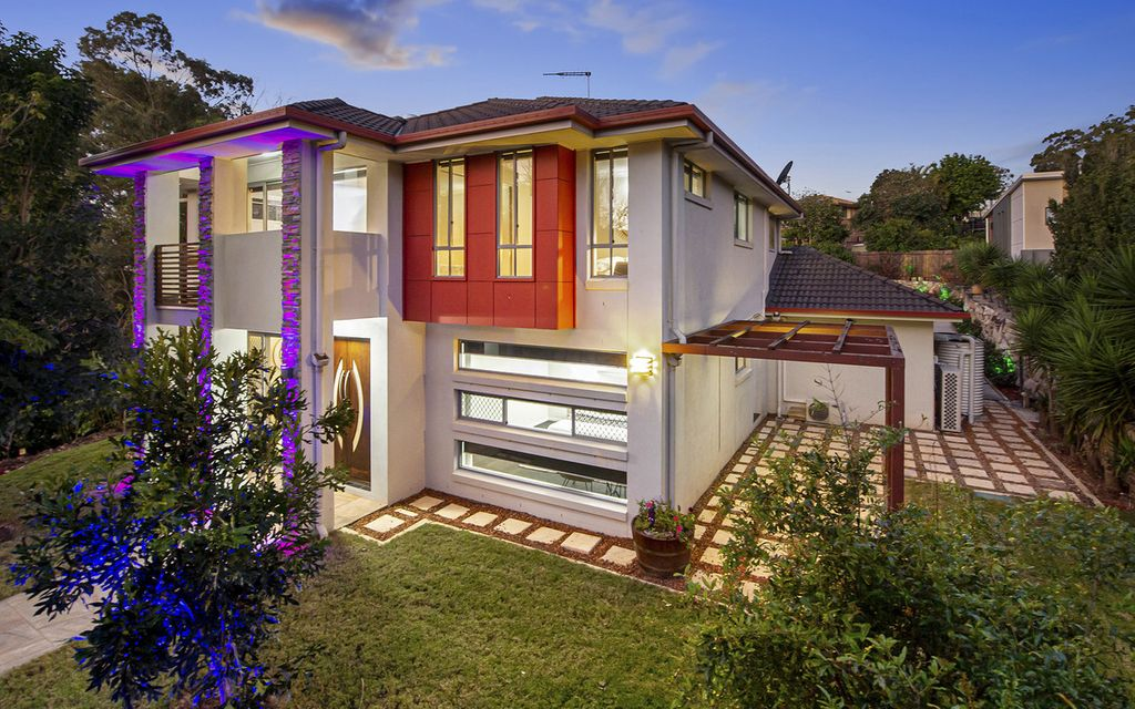 A Luxury Modern Home In Superb Carindale Location