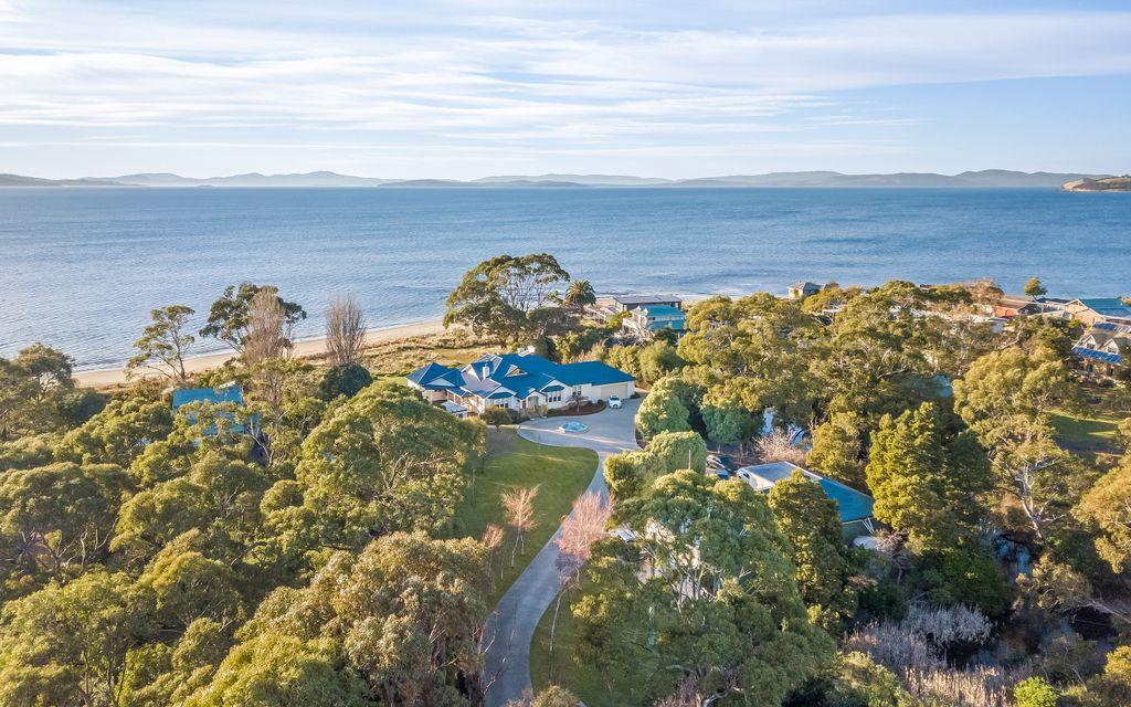 Pristine Tasmanian Waterfront