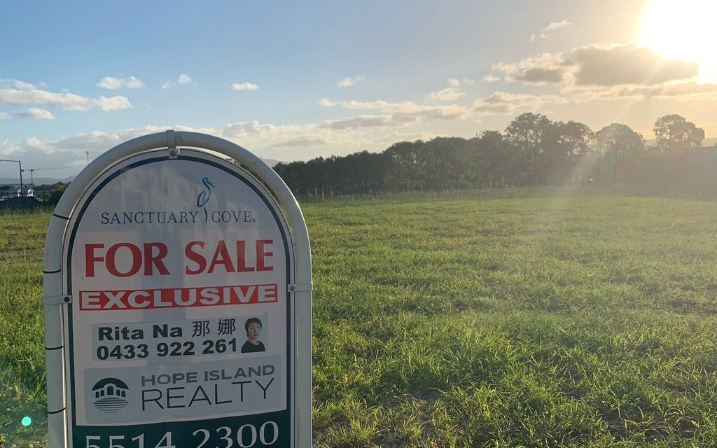 848m2 flat & clear vacant land with stunning view on the hill in Sanctuary Cove.