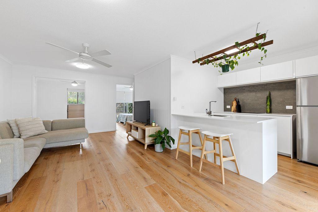 Modern Ground Floor Apartment – Walk to Shops & River