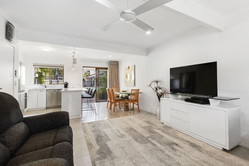 Renovated Townhouse – Metres to River