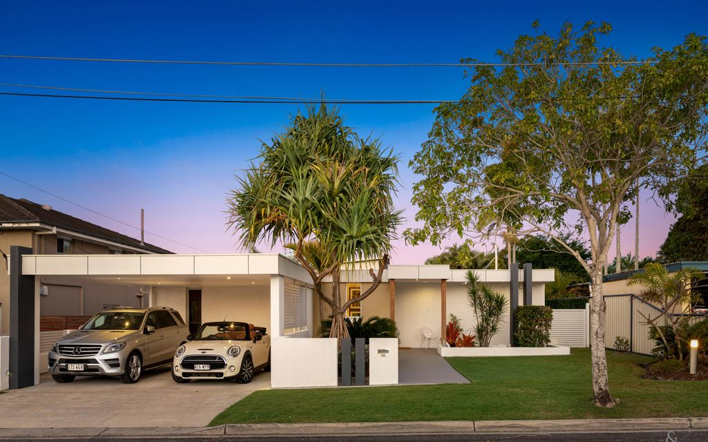 Chic Open Plan Living with Great Palm Springs Vibe